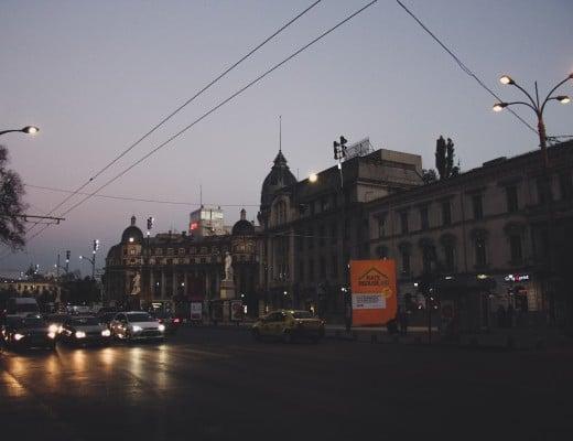 bukarest rumänien city guide wasmitb straßenzug lichter abends